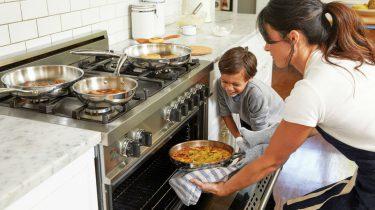 etentje met kinderen - organiseer een etentje - gezellig etentje huis - lekker eten - famme.nl